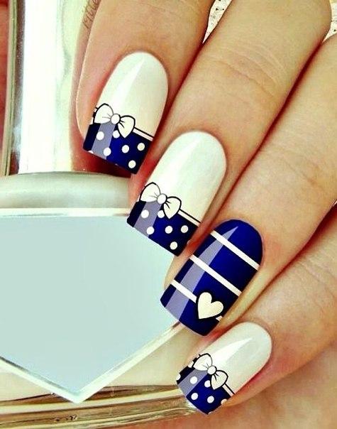 Ногти сине белые
