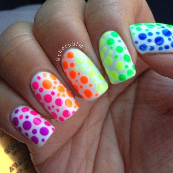 Яркие ногти шеллаком