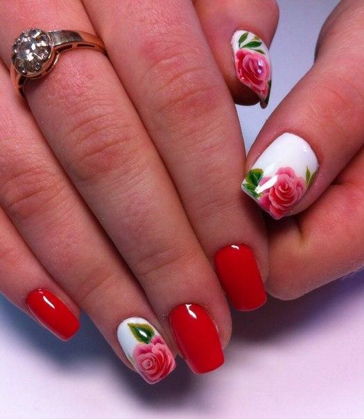 Красный маникюр с цветами