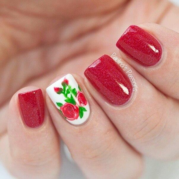 маникюр с розой