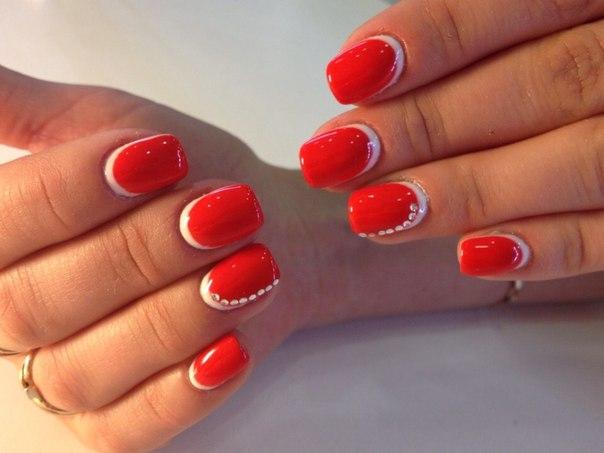 свадебный маникюр с красными цветами фото