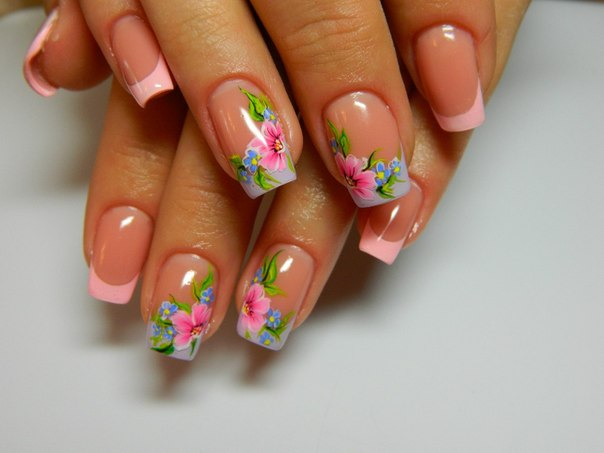 Френч маникюр с цветком
