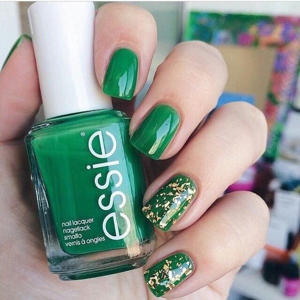Маникюр с ярко зеленым лаком фото