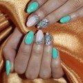 маникюр на овальные ногти с декором