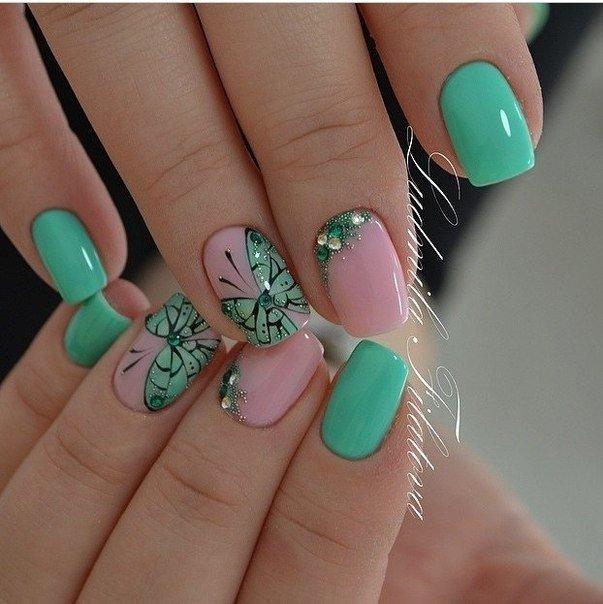 Мятные рисунки на ногтях