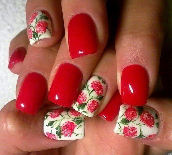 Маникюр с красными цветами