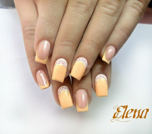 Лимонный френч на ногтях