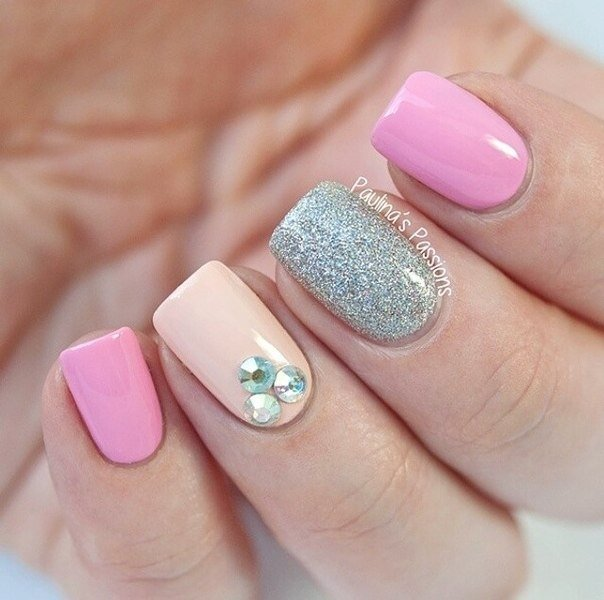 Дизайн ногтей с блестящим лаком