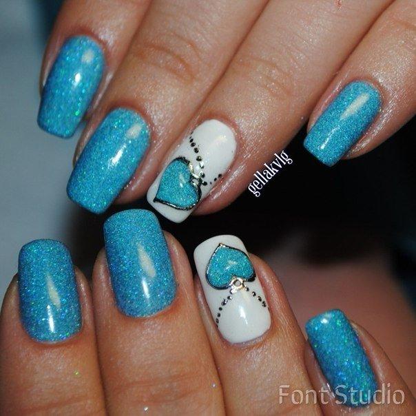 Дизайны ногтей с голубым лаком
