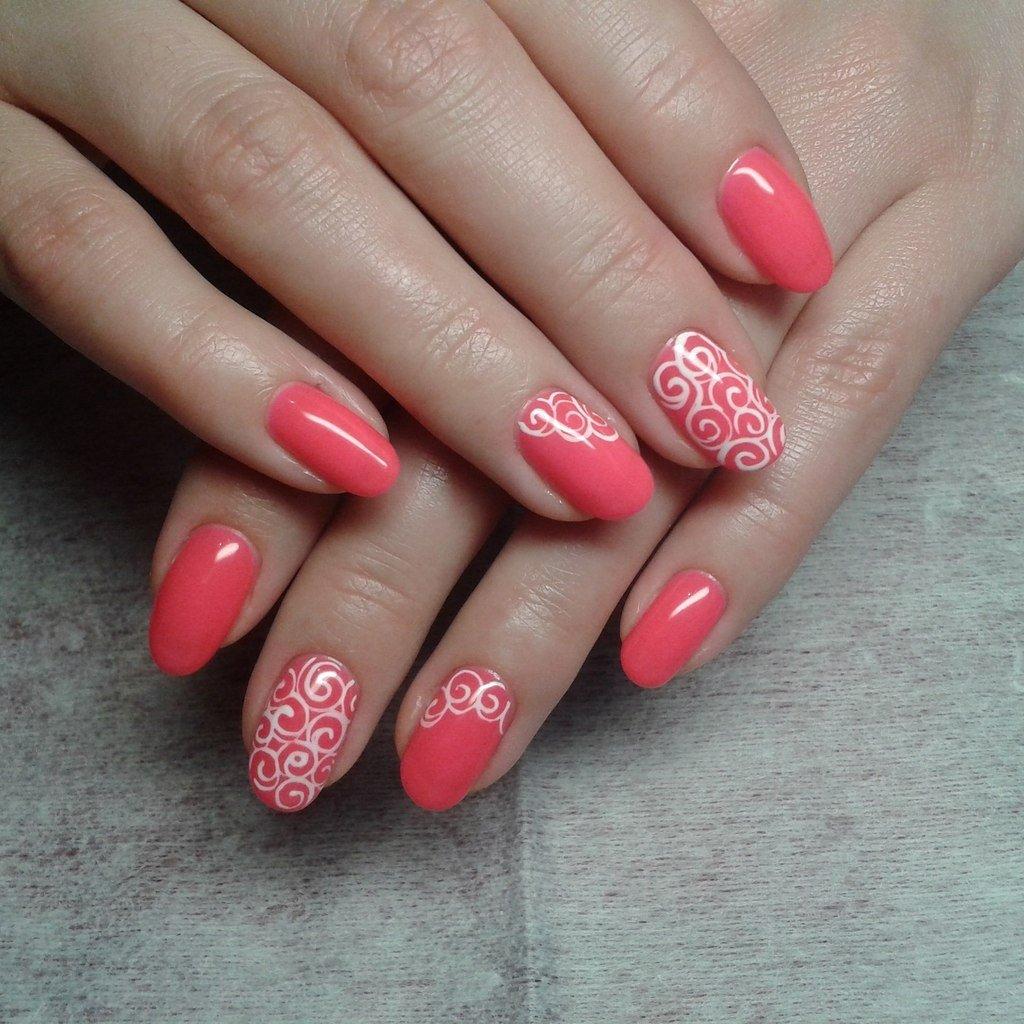 гель лак коралловый на ногтях фото