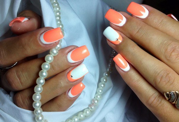 Оранжево белый маникюр