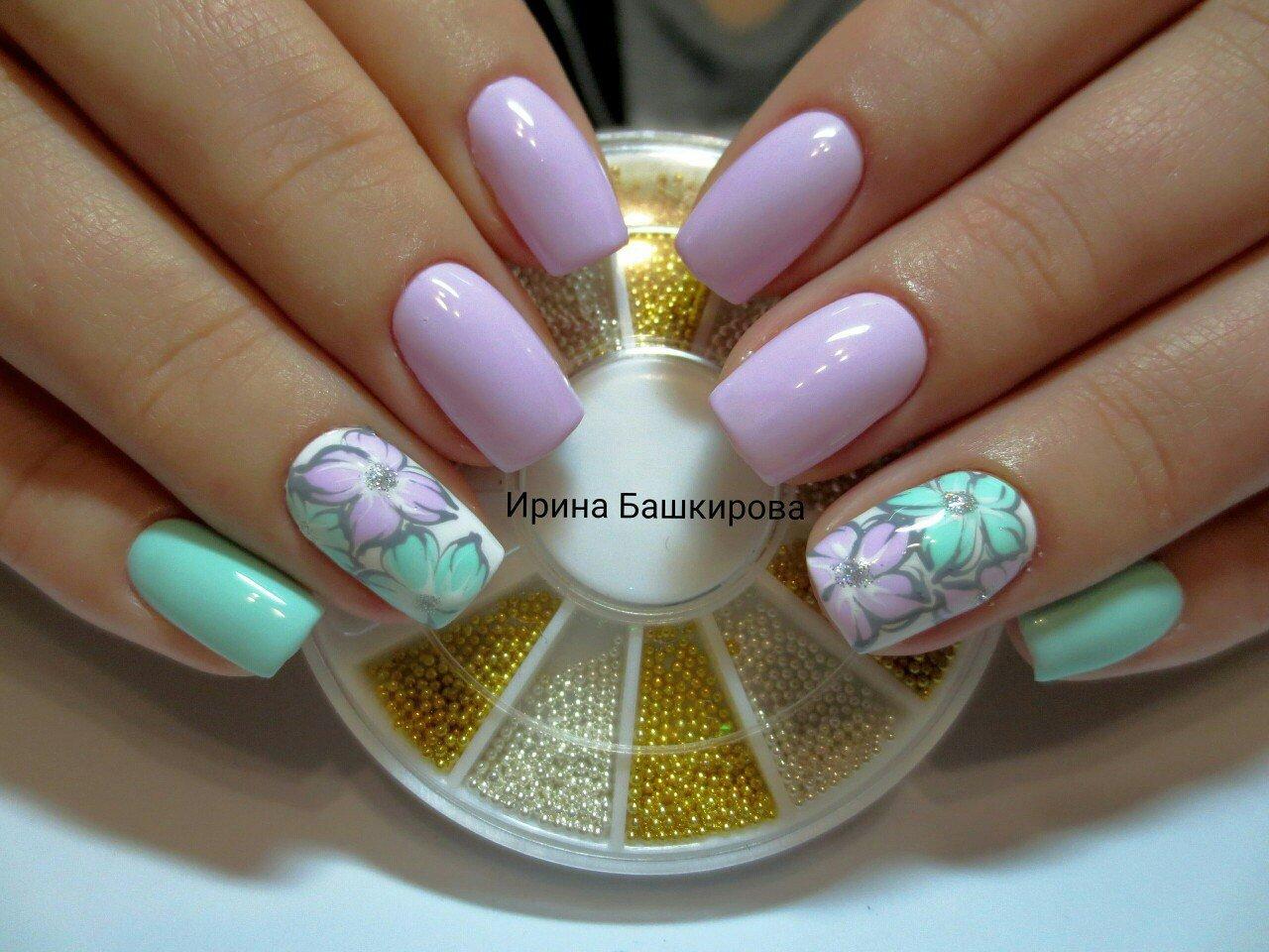 Двухцветный цветочный маникюр