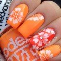 Яркий оранжевый маникюр