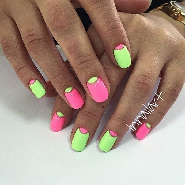 Мятно розовые ногти