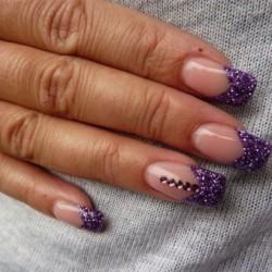 Маникюр под фиолетовое платье фото
