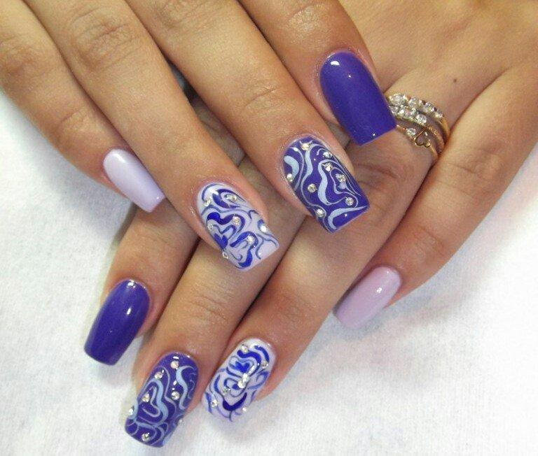 Весенний дизайн ногтей со стразами