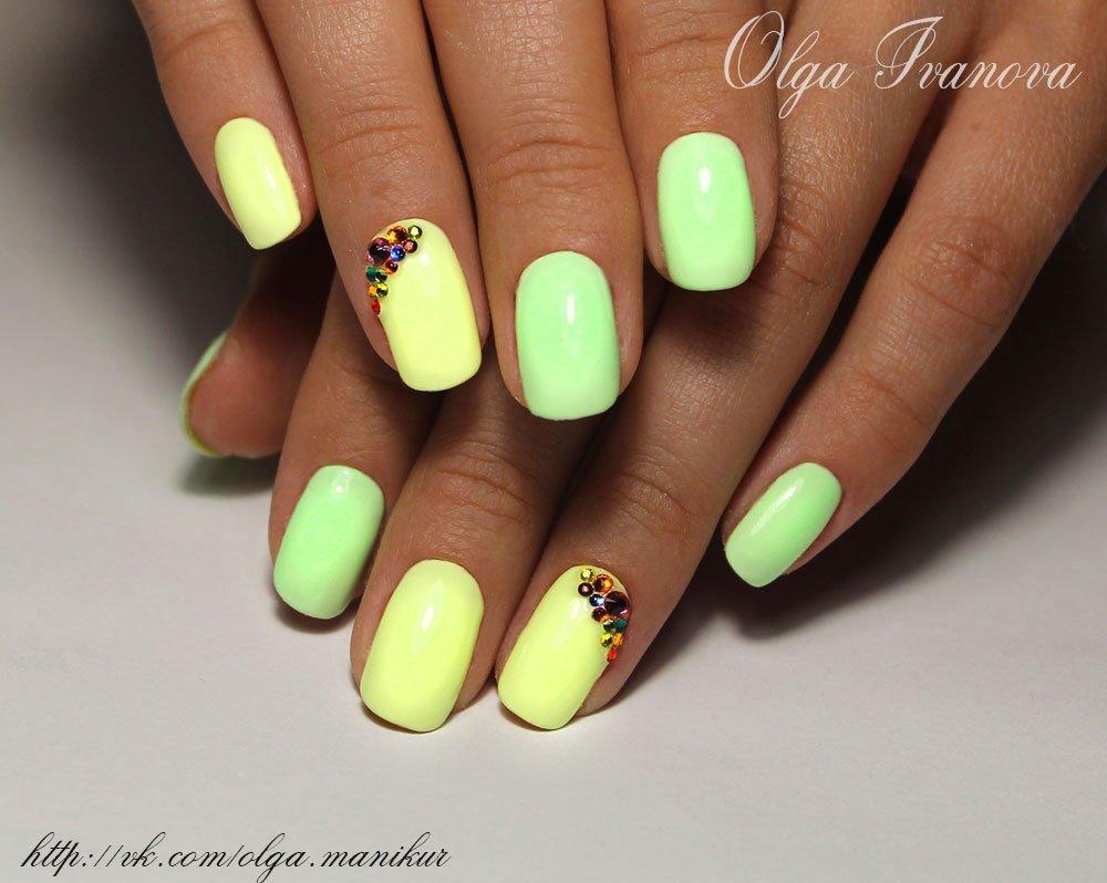 Дизайн ногтей светлый с рисунком