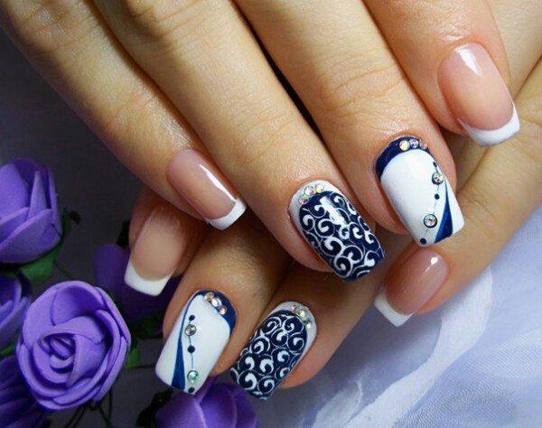 Сине-белый дизайн ногтей