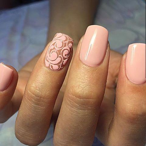 Маникюр нежно розовый на короткие ногти дизайн