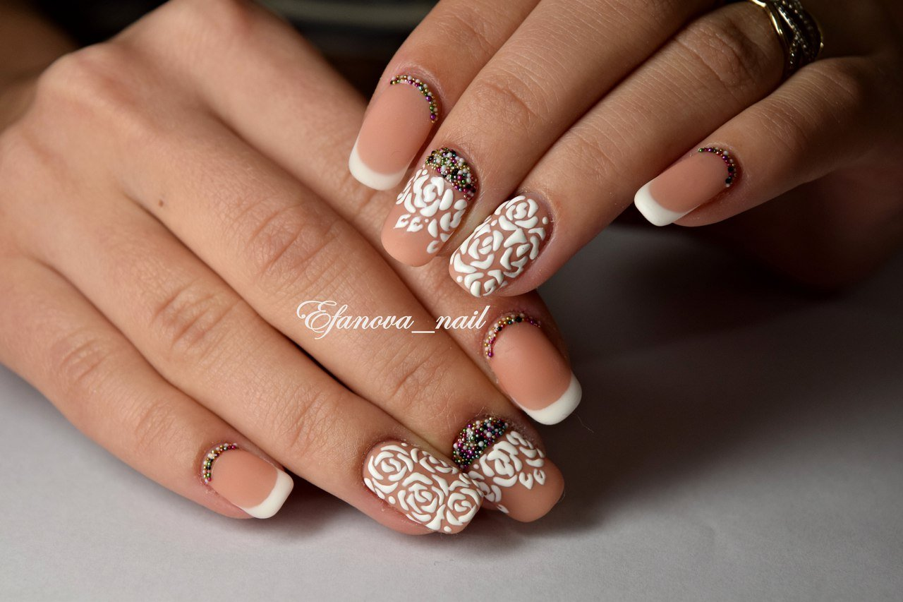 белый френч на ногтях с рисунком фото