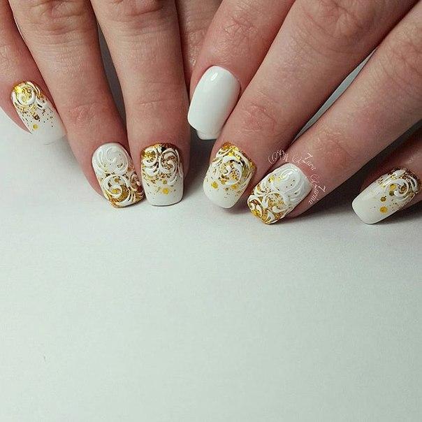 Ногти бело золотые