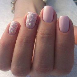 Нежный маникюр на коротких ногтях