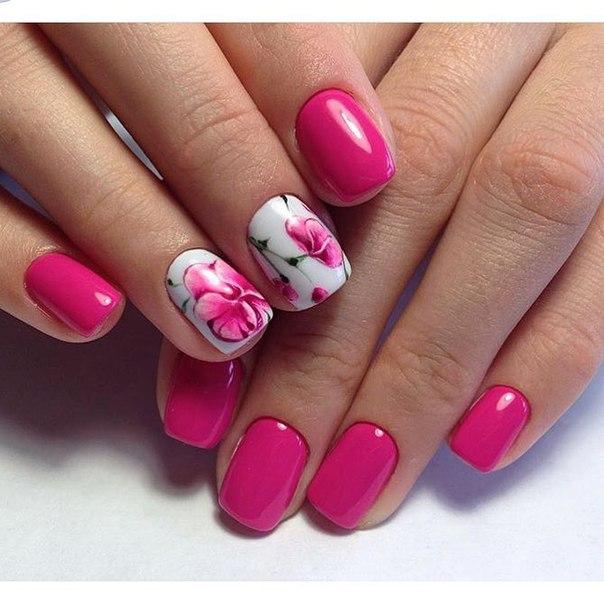 Маникюр в розовом цвете с рисунком