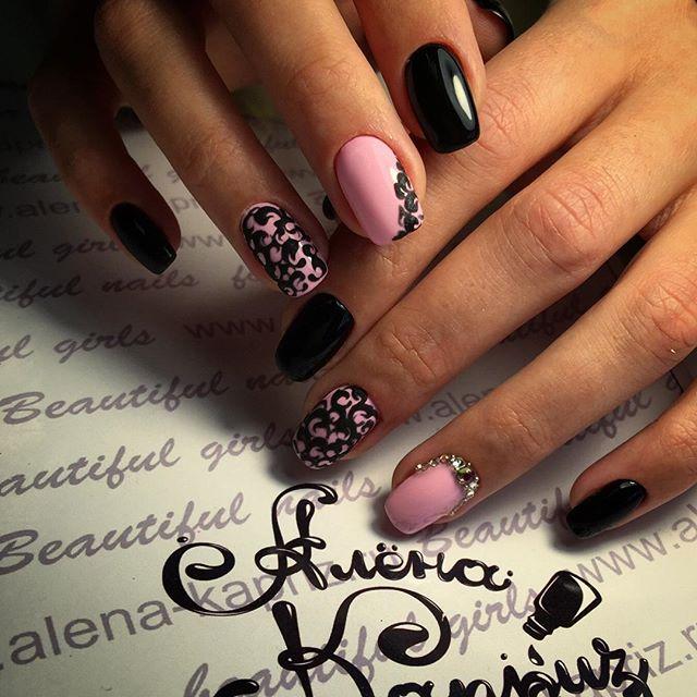 Фото педикюр розовый с черным