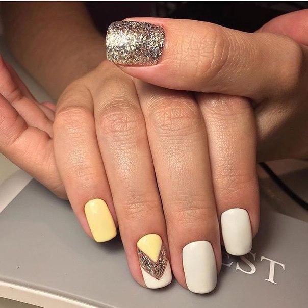 Желтый с белым дизайн ногтей