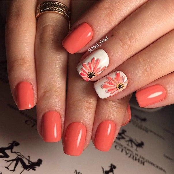 Маникюр на коралловых ногтях