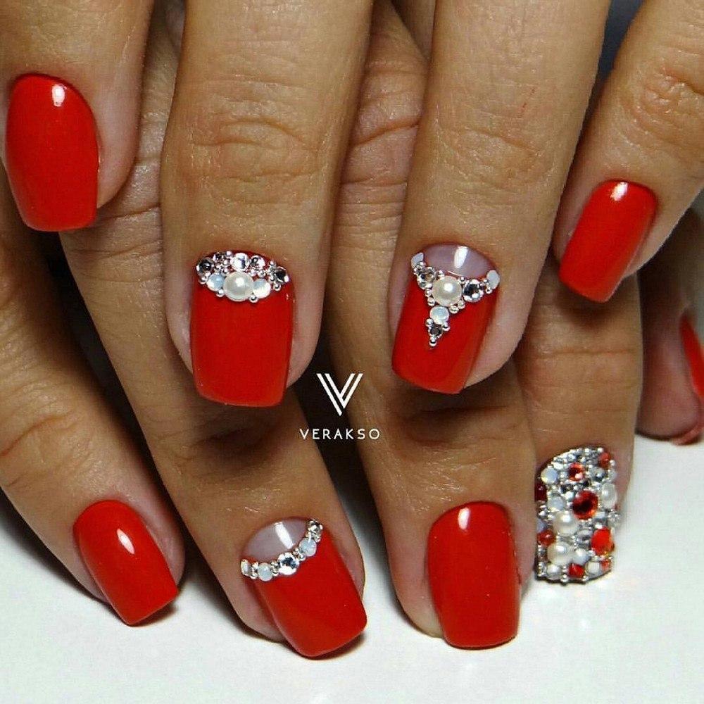Дизайн ногтей 2017 красные со стразами