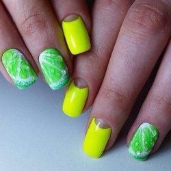 Дизайн ногтей зеленый с желтым
