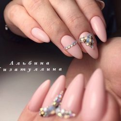 Маникюр на миндалевидных ногтях фото