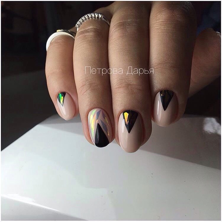Черно бежевый маникюр на короткие ногти фото