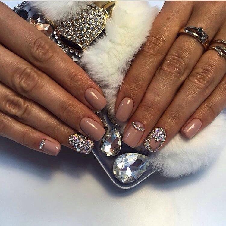 Нюдовые ногти дизайн