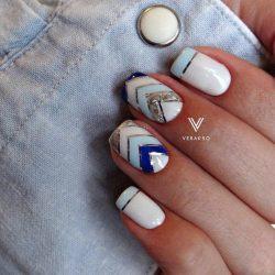 Дизайн ногтей голубой с серебром