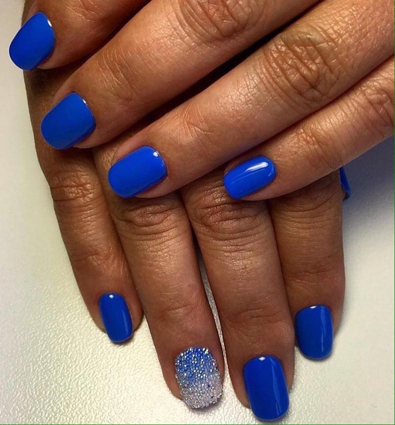 Синий маникюр на коротких ногтях