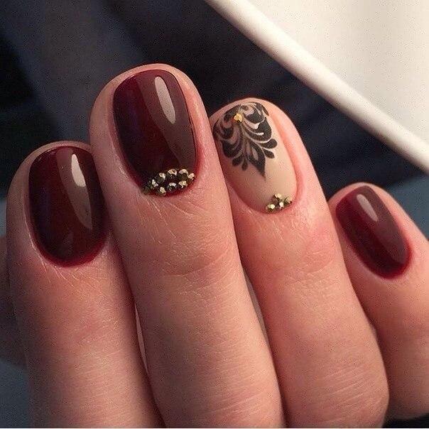 Коричневый грибок на ногтях фото