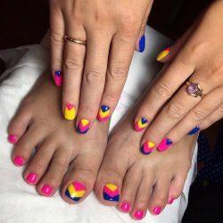 Красивый разноцветный маникюр фото