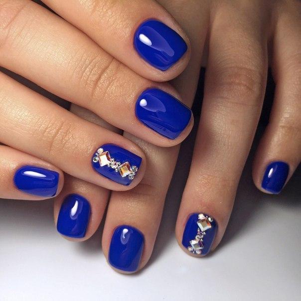Дизайн ногтей синий лак