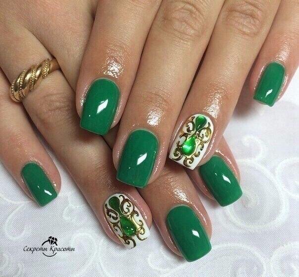 Дизайн ногтей зеленый с золотом фото
