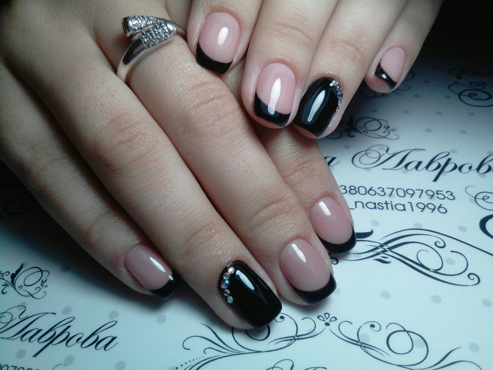 Черные вечерние ногти