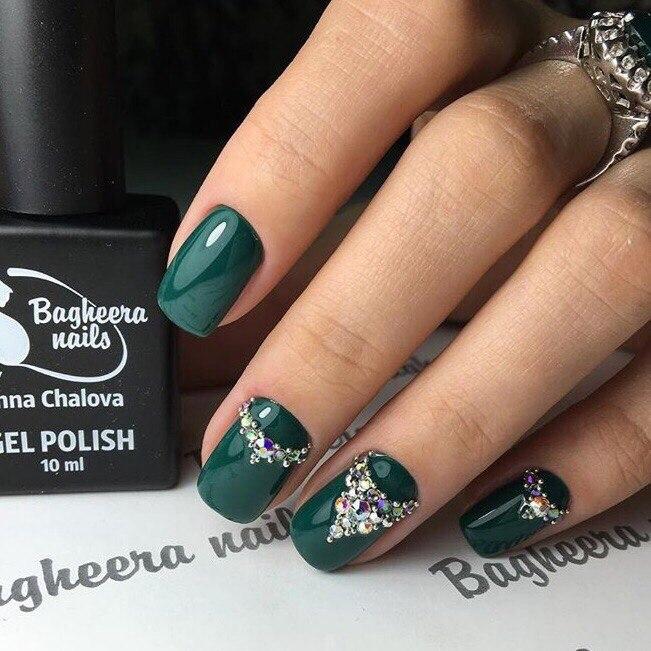 Маникюр темно зеленый цвет