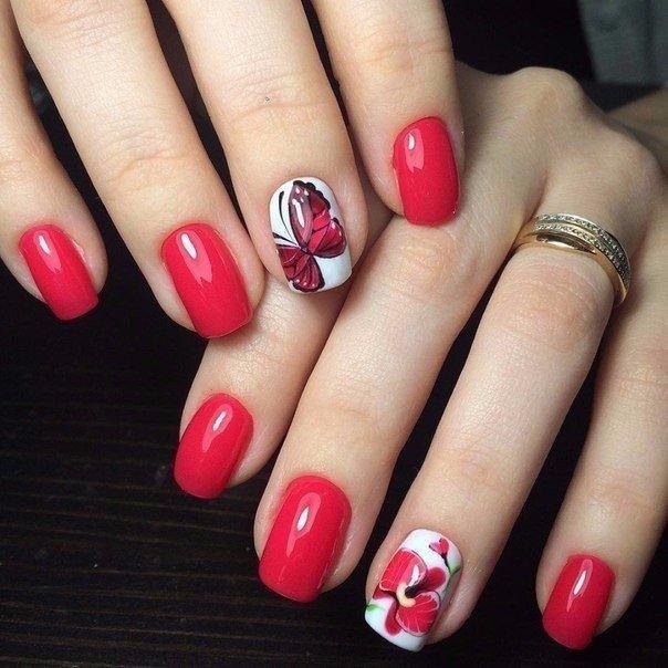 Красный маникюр с бабочкой