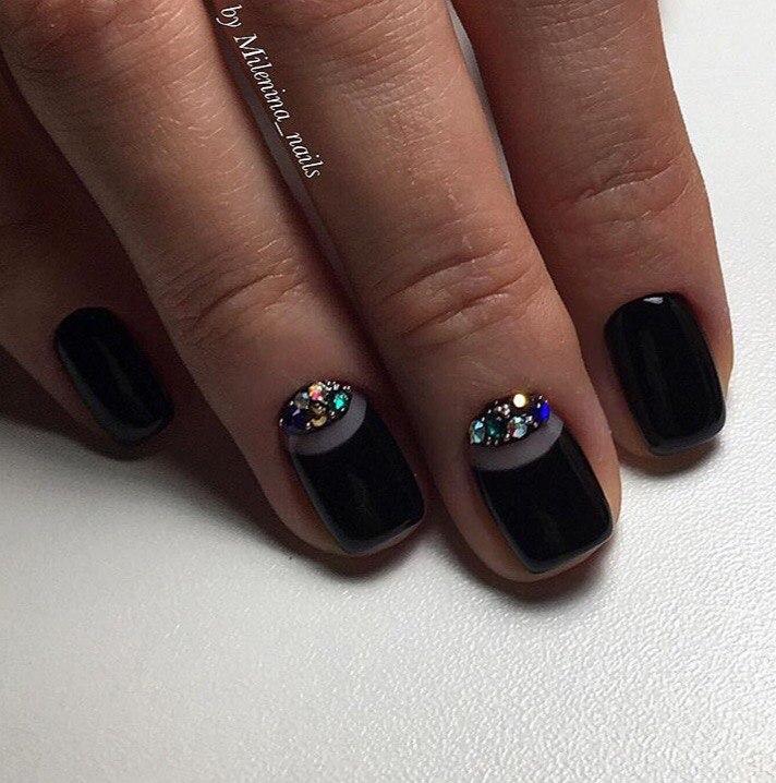 Маникюр под черное платье
