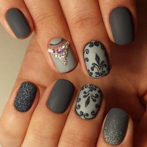 Серый гель лак на ногтях
