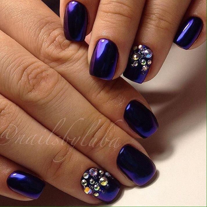 Темно-фиолетовый маникюр фото