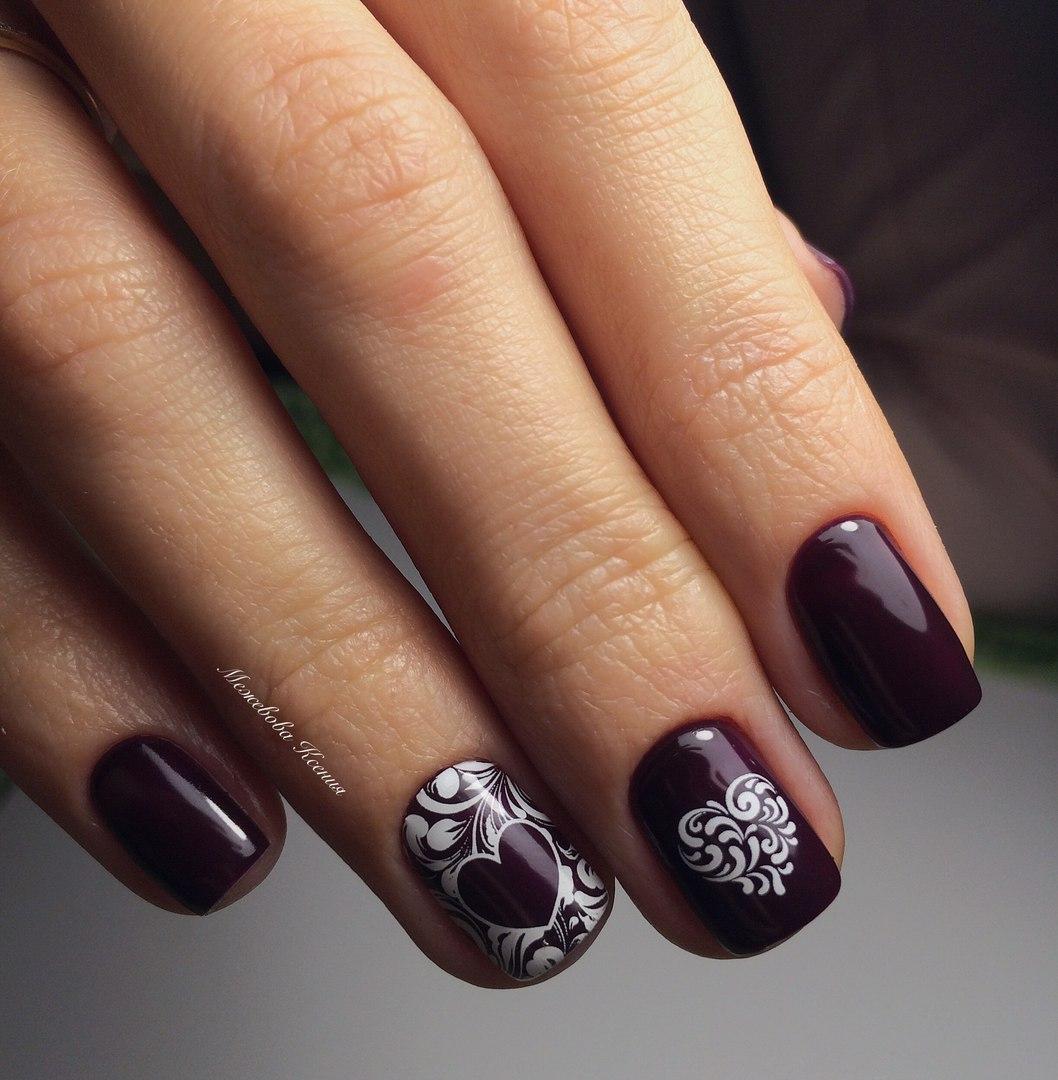 Фото дизайна для коротких ногтей темным гель лаком