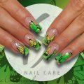 Летний яркий френч с бабочками