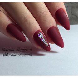 Дизайн бордовых ногтей фото